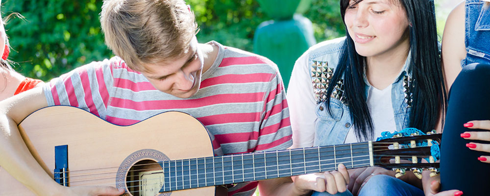 Benefits of Guitar Lessons in Philly
