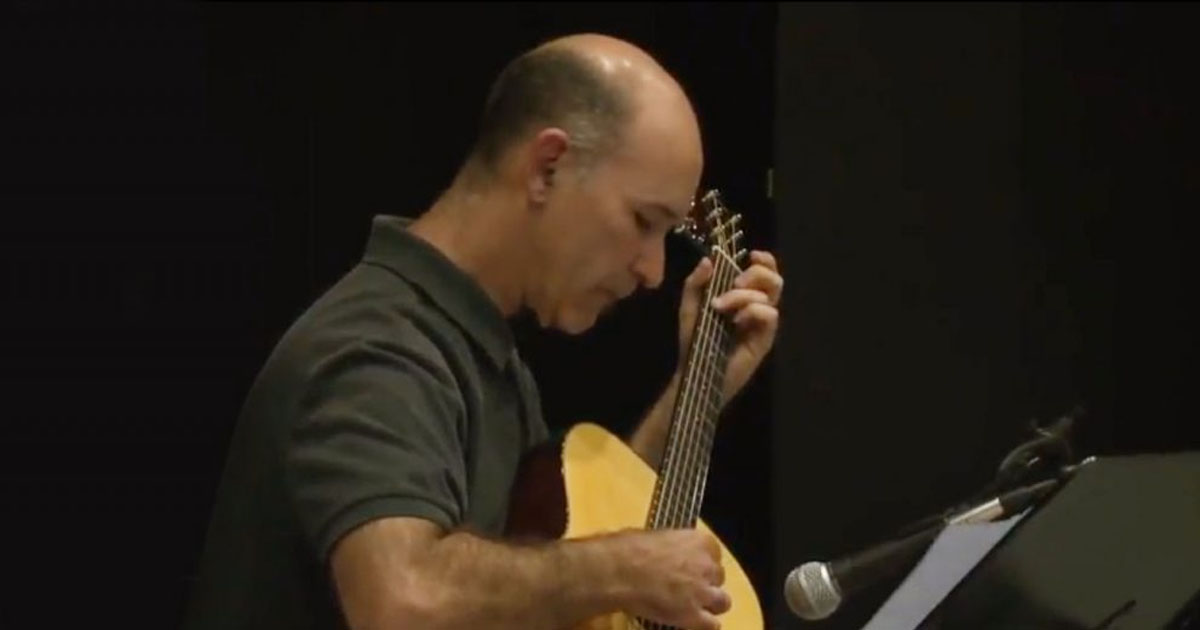play-solo-or-ensemble-guitar